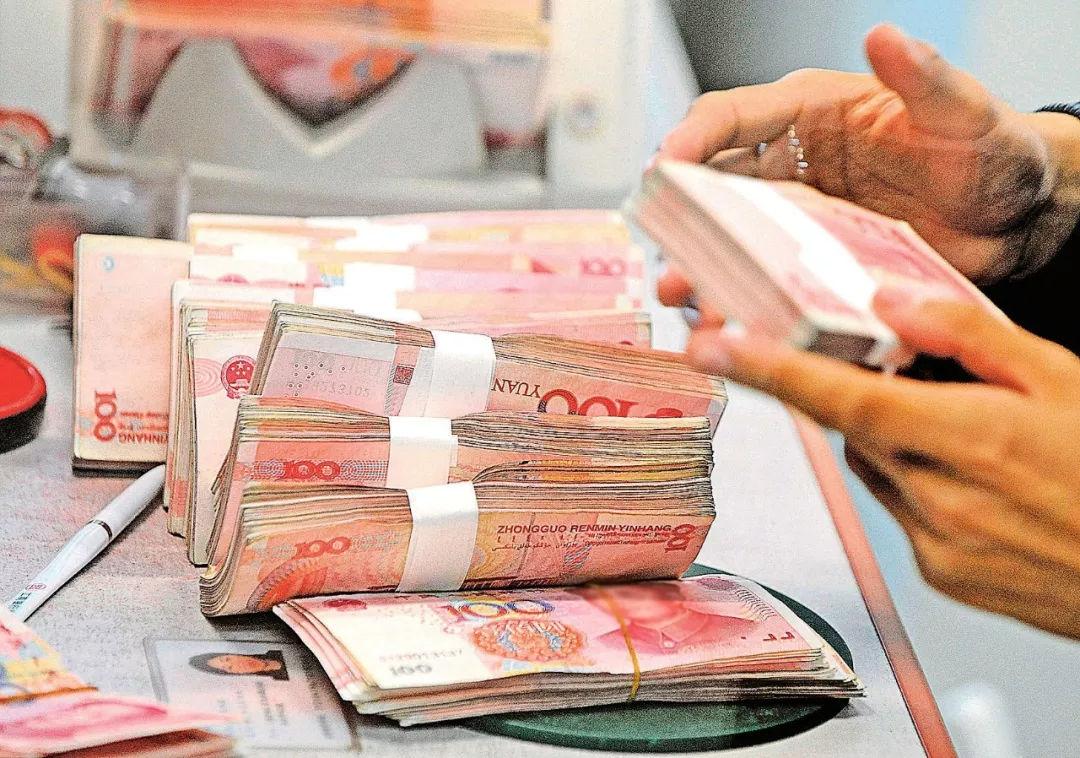 银行卡里存多少钱要收税?