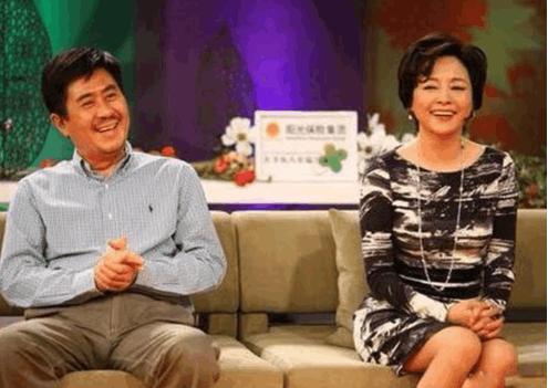 看到60岁郭凯敏和61岁张瑜后, 才知道什么叫帅了,美了
