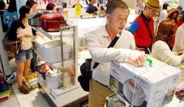 """日本这款""""折不断""""的衣架能用60年比普通衣架好用多了!"""
