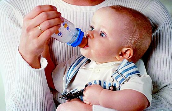 涂辣椒水,涂黄连?秋季宝宝断奶2大误区及正确断奶方法在这里