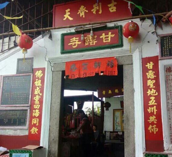 """中國最奇特的寺廟:""""壓""""在大石塊下400年,沒門票還超靈驗"""