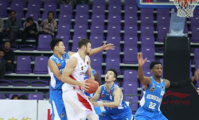 莫泰25分11篮板张庆鹏爆发_山东西王季前赛90-wing1.85出招表82轻取广东