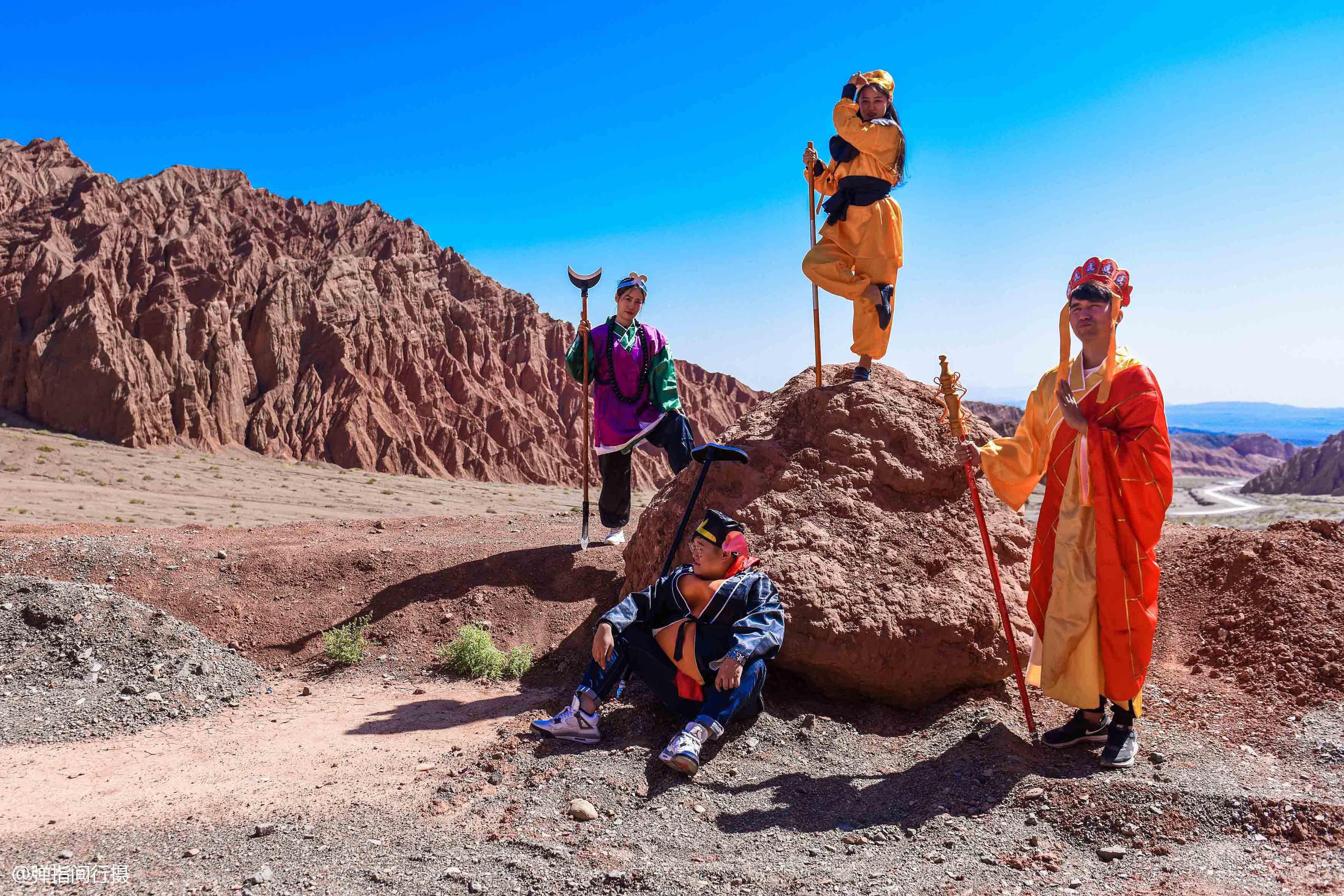 """新疆這處""""紅山""""奇觀,藏在盆地深處鮮為人知,景色不輸火焰山"""