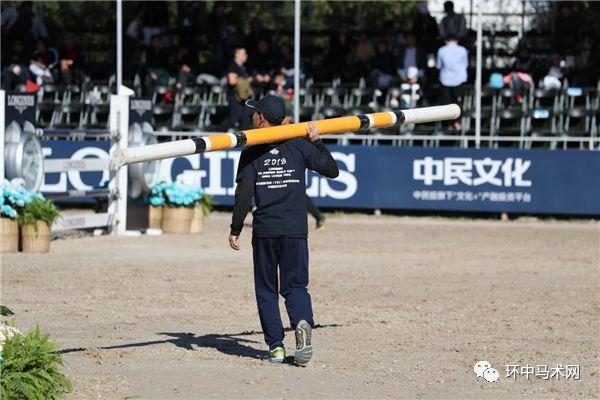 【人物】场内协助志愿者:怕是没有人比他们更希望所有骑手零罚分_陈好刘铁男