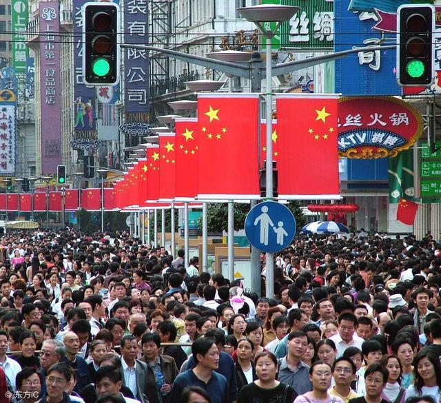 """又见中国式黄金周全国""""拥堵"""",为何欧洲人每年有150天休息?"""