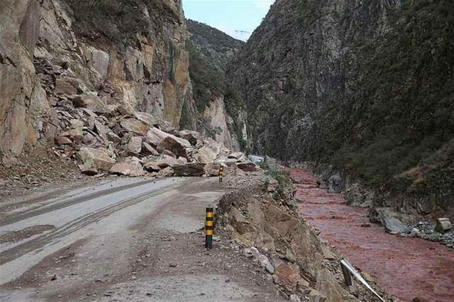川藏线自驾不熟悉路况的后果很严重! 川藏线旅游攻略 第3张