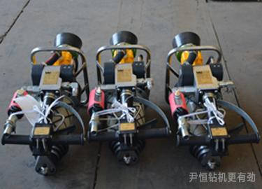 气动锚杆钻机是一种利用空气压力运转的锚杆钻孔钻机,是煤矿用巷道图片