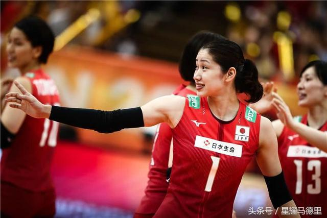 豪取第5胜!日本女排5局险胜上届大黑马,有望挤掉巴西晋级6强赛
