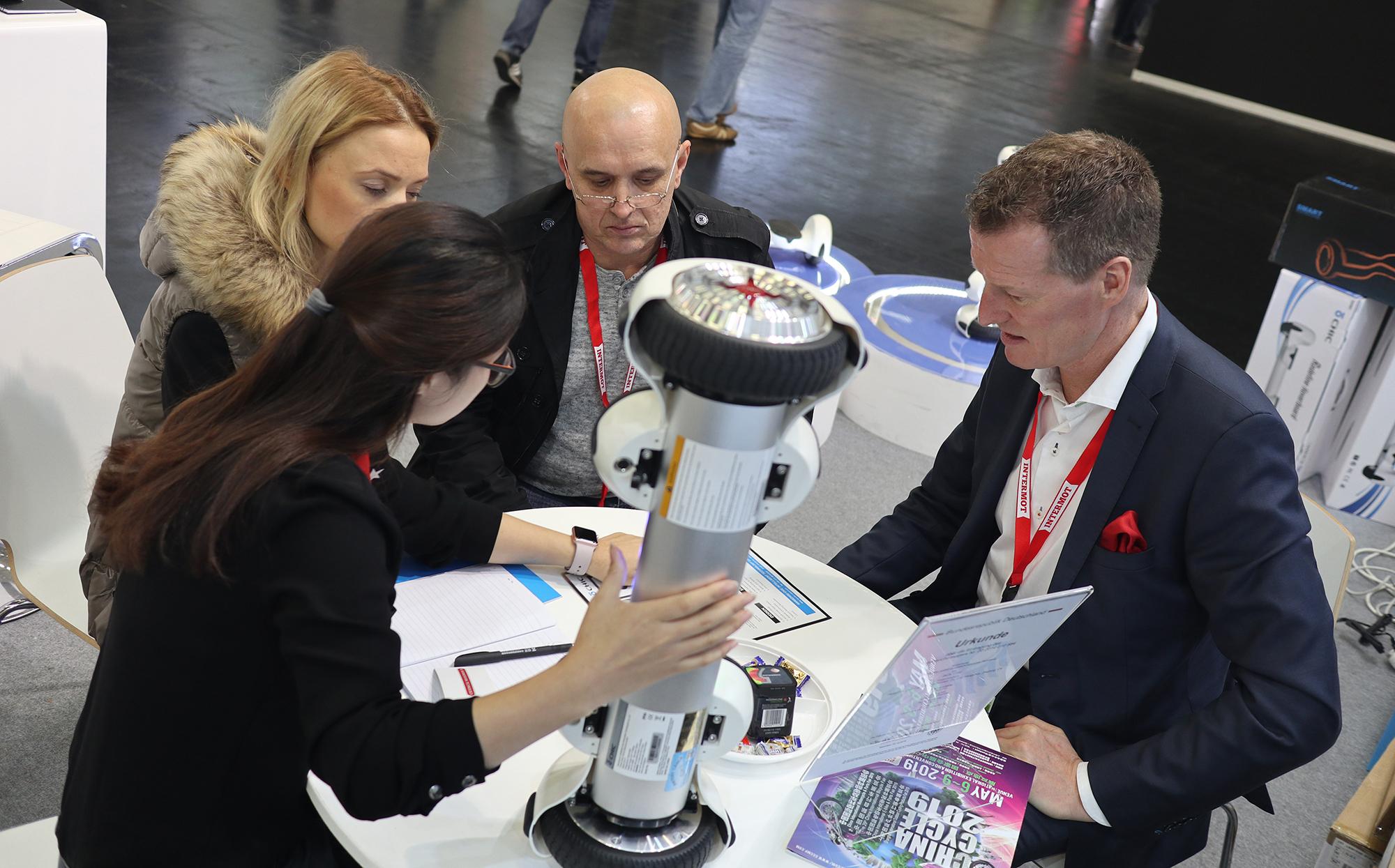 德國科隆國際雙輪車展會,騎客新品平衡車PI款倍受好評