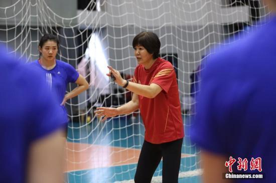 新疆男篮起诉邓华德 郎平:无论对手是谁都要玩命 每一分都需要计较