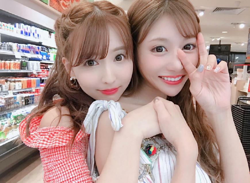明日花绮罗在超市_三上悠亚(左)和明日花绮罗