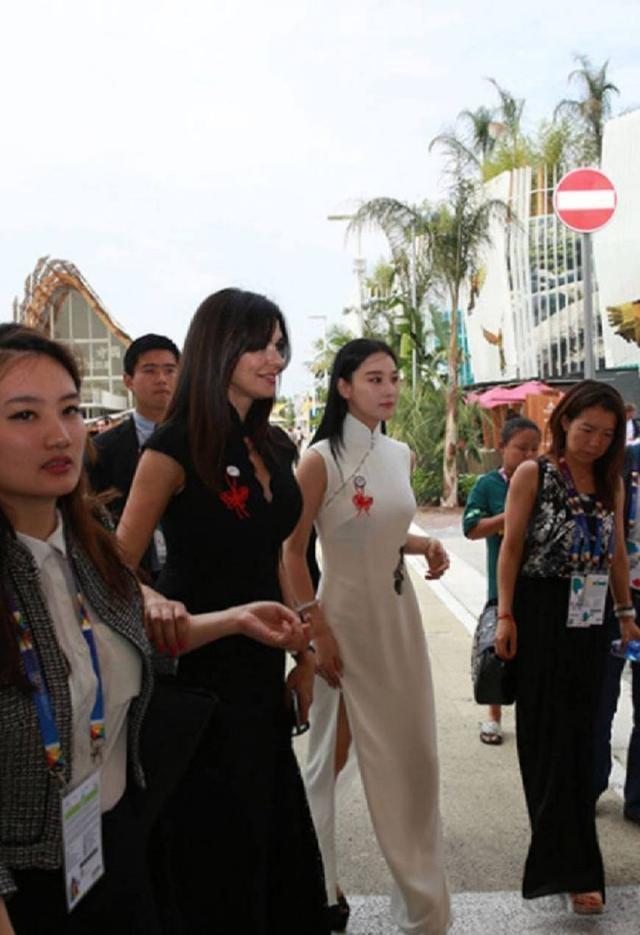 张馨予带旗袍走向国际,大秀东方女人魅力,很纯洁高贵