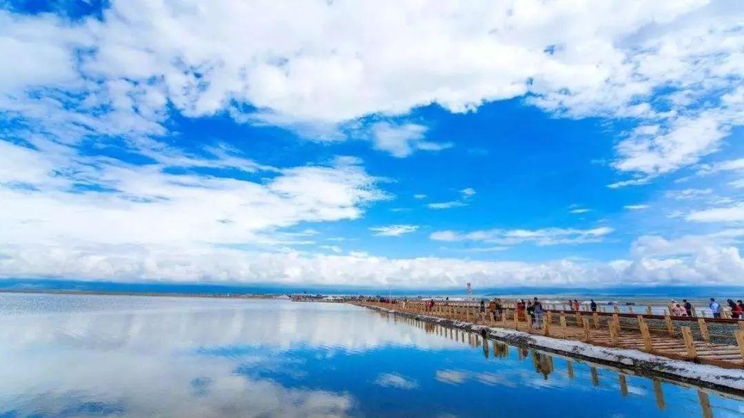 """中国最美的""""天空之境""""茶卡盐湖"""