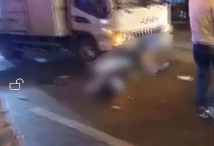 警法 正文  10月4日晚上七点十分左右,南通一超市路口发生一起车祸,骑