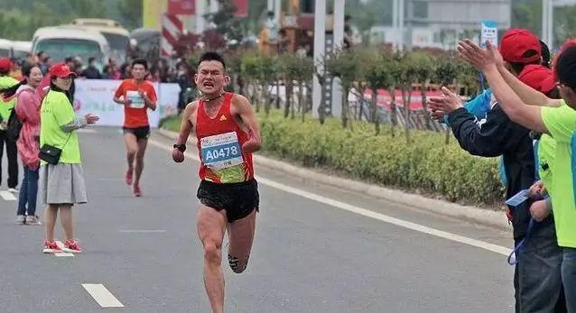 跑圈最励志的几个跑者:别可怜他们,请给予掌