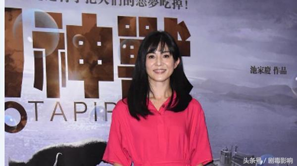 清丽不输林青霞,笑起来像薛凯琪,23岁为爱退隐44岁冻龄有术