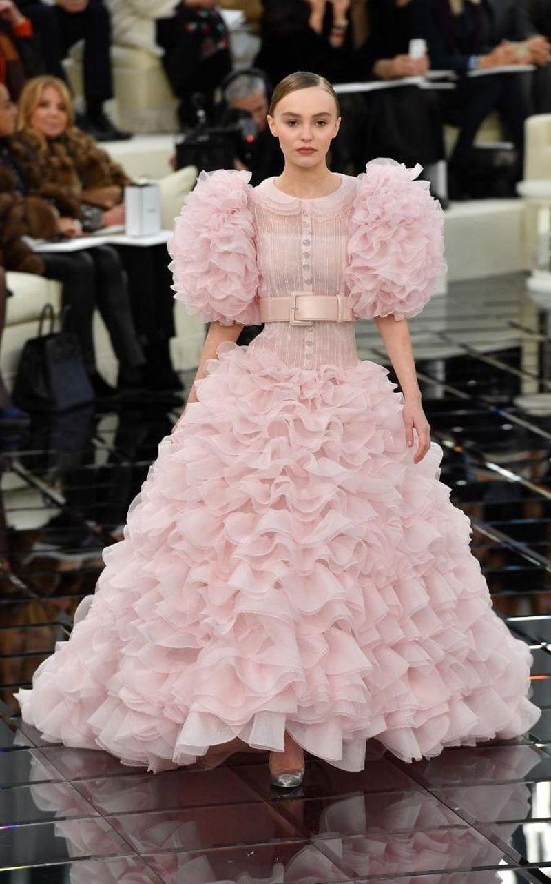 時尚圈又來一位模二代!年僅16神似其母,出道就拿下頂級美妝代言