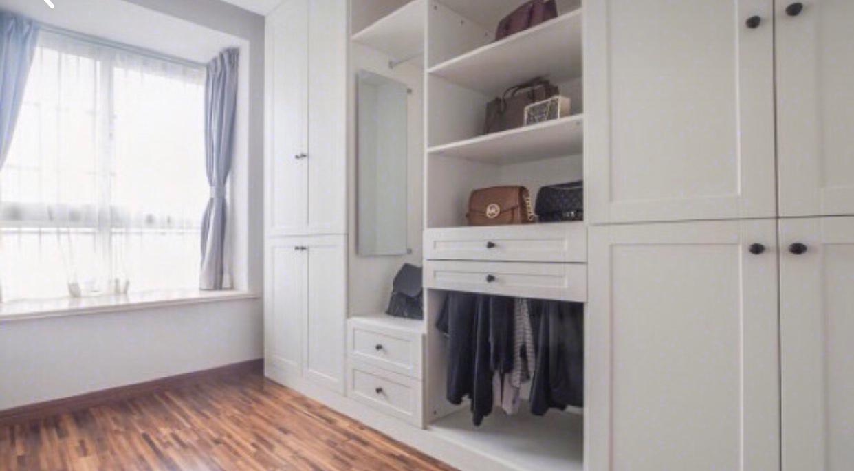 4.衣柜和衣帽间柜子建议设计几个抽屉,方便实用.图片
