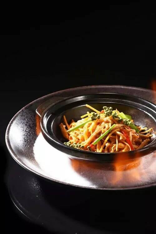刘雪平美食餐饮团队菜品:仔姜猪鼻筋