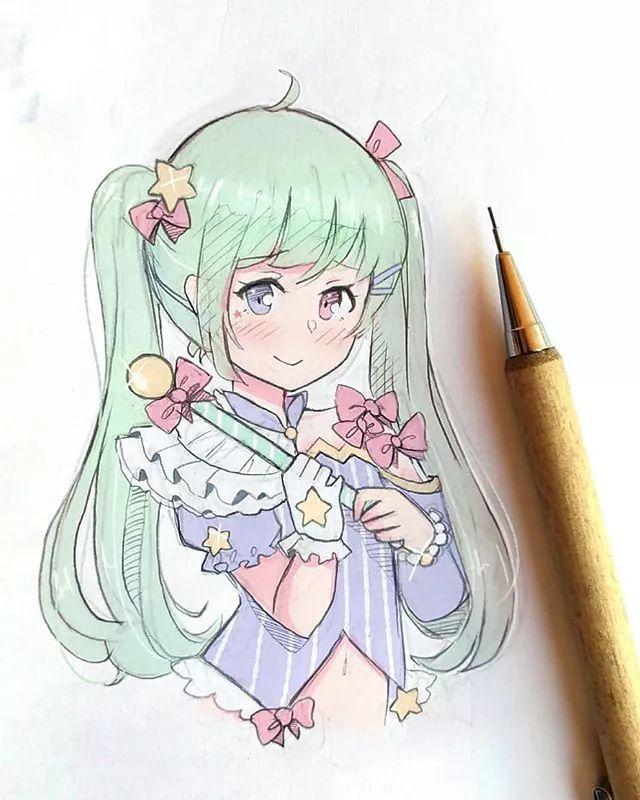 q萌q萌的小女孩 q萌系列  她的漫画人物大多使用 两种色系的马克笔