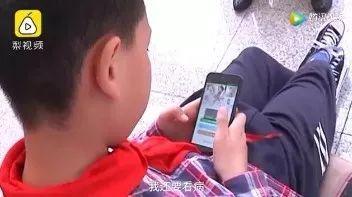 4歲開始照顧癱瘓父親;14歲少女曬生娃視頻!直播裡的笑淚人生,誰主沉浮?