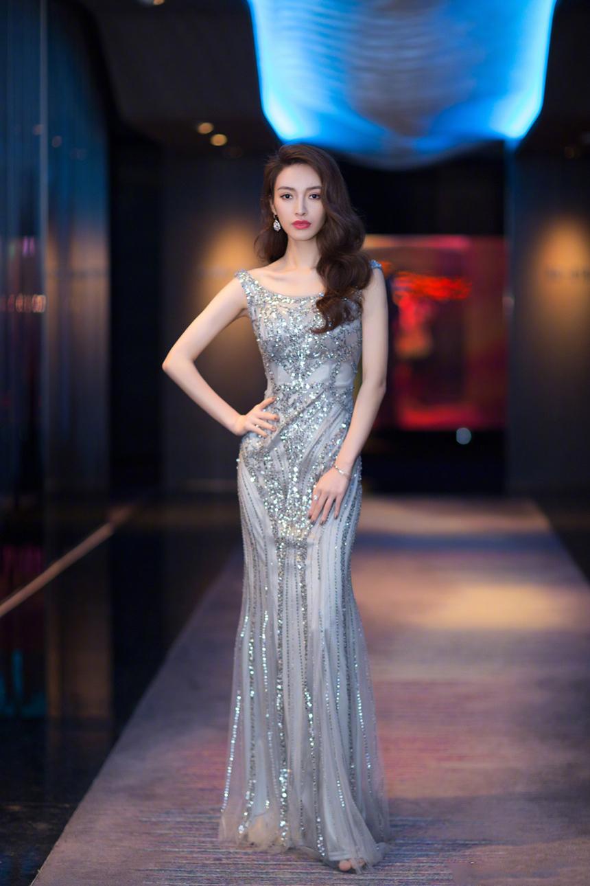 丝绸之路电影节,女星礼服有水准,闫妮成熟优雅,顾璇再展好身材!