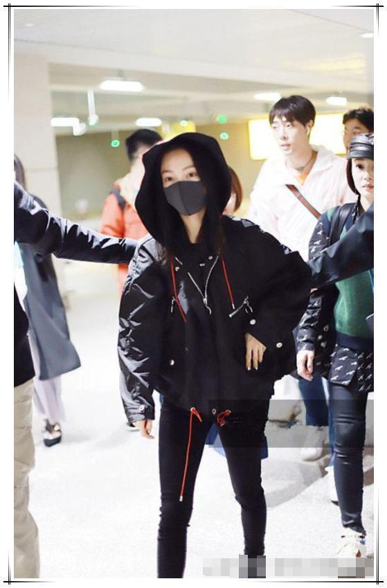 张韶涵不过穿了件拉绳外套,就36岁嫩回16岁,网友纷纷跪求同款!