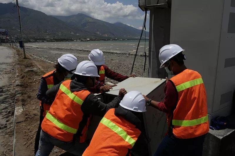 《通信中断、物资急缺……印尼强震过后,是谁在帮助他们重生?  》