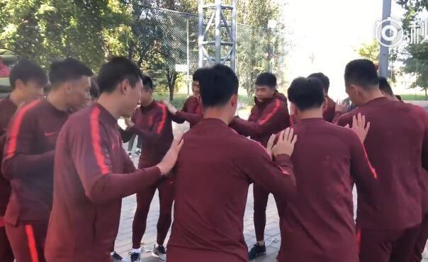 国足训练营首日:化身京都球侠,联赛关键时段