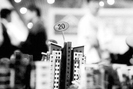 怎么在一个月赚到30万:地产商高呼要活下去,投资者们还有的活吗?