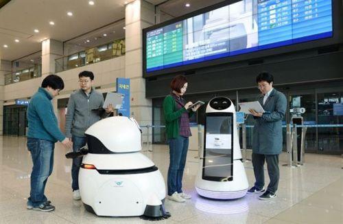 智能机器人亮相塔城机场
