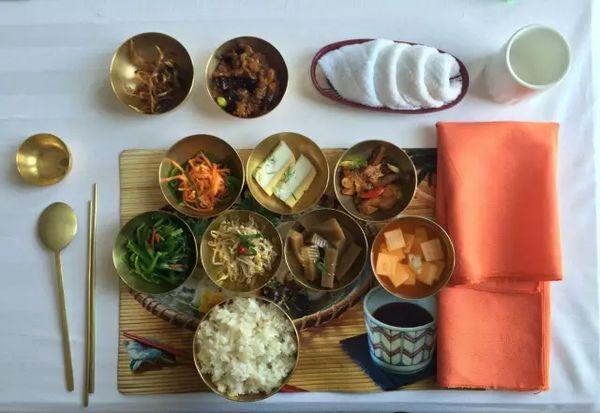 中国人到朝鲜,专门点的套餐,价格是一个月的工资,当地人吃不起