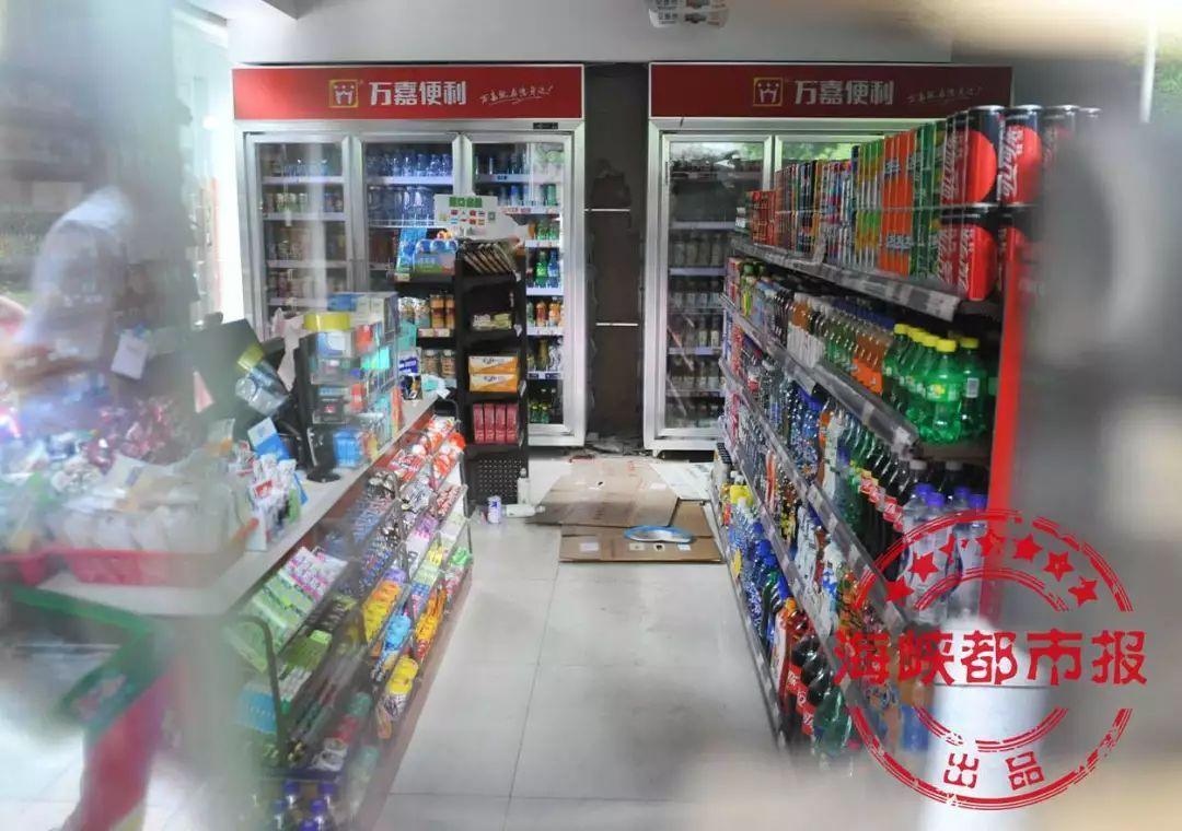 凌晨!福州一便利店发生了一起抢劫案,市民被枪声惊醒...