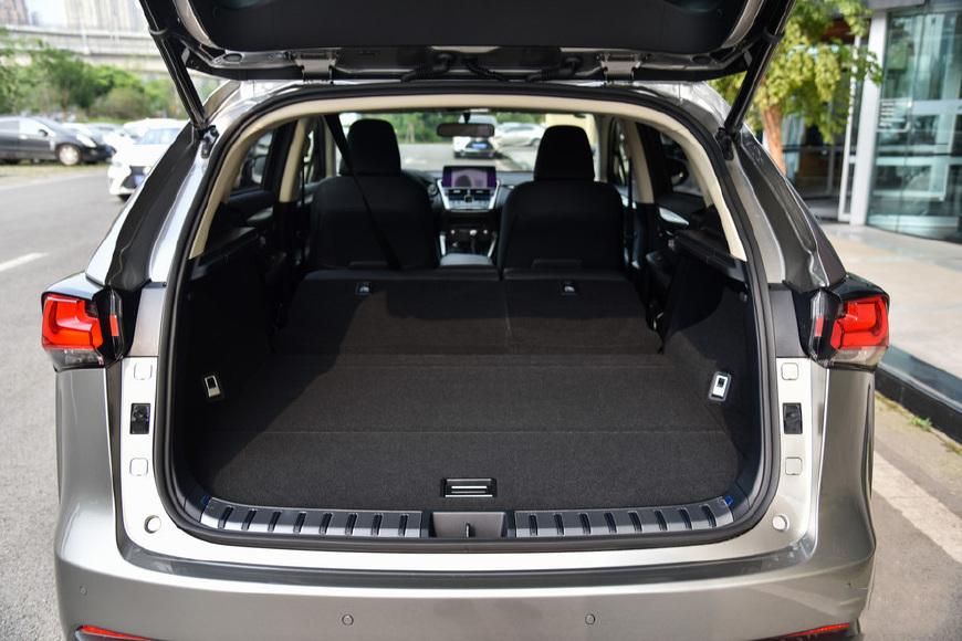 30万的雷克萨斯SUV比Q3好看比GLA大还犹豫买啥宝马X1