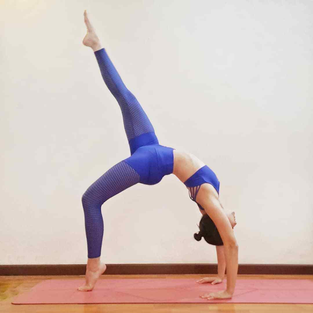 练瑜伽 无法减重_瑜伽新手减肥,你可以拿前辈的标准来要求自己_手臂