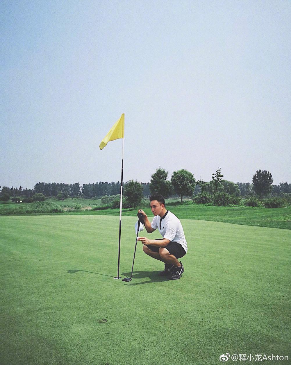 现在叫小龙的都爱上高尔夫了?