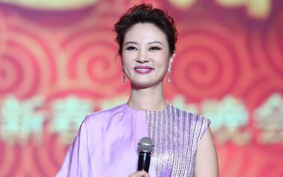 """她被称""""央视刘亦菲"""",爱上大21岁男友被抛弃,今41岁仍单身"""