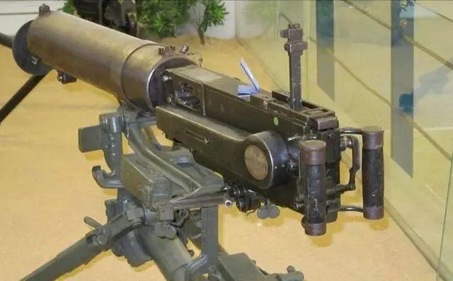 军事 正文  马克沁机枪相比加特林机枪,拥有结构简单,重量轻,携行方便图片