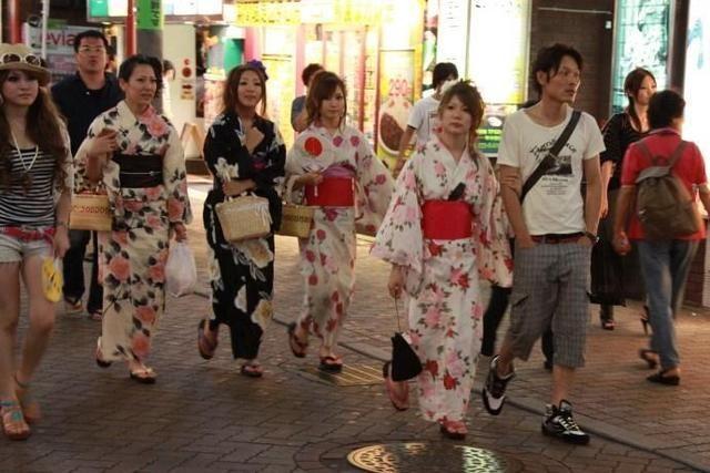 西方人问:日本人中国定居是什么感受?一位日本美女回答太实在