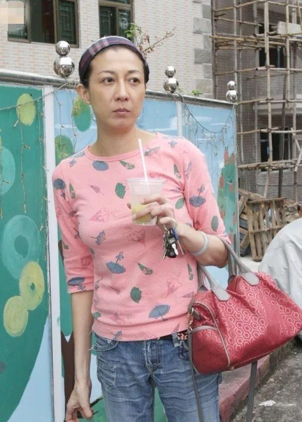 吴卓林拍半裸写真,吴绮莉拍深v吊带写真,母女俩真的是