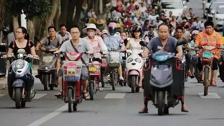 """马光远:解决14亿国人交通出行问题,需要重视""""低速电动车""""!"""