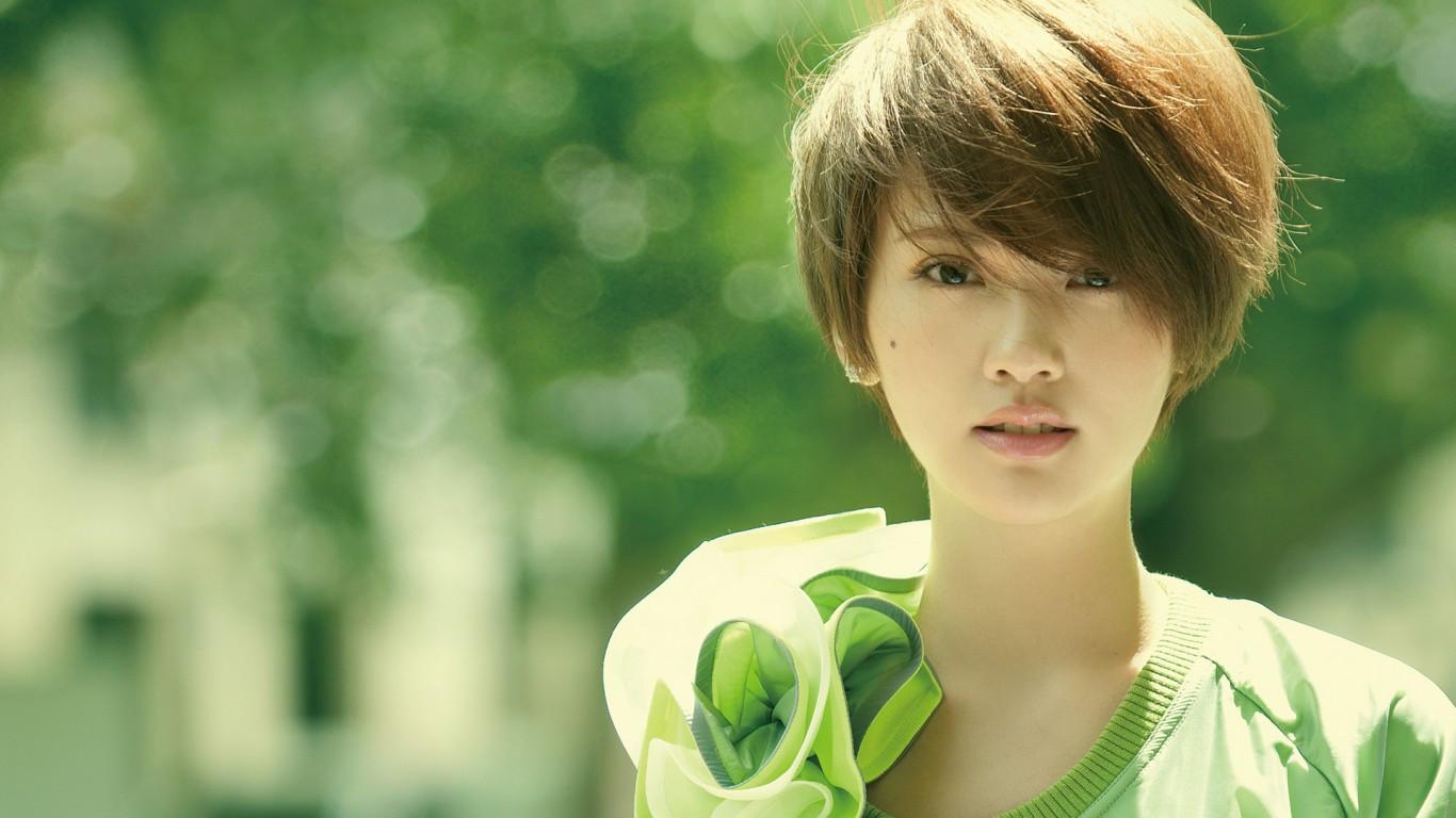 事業紅火感情卻空白的女星:李宇春劉亦菲上榜,有你鐘意的嗎?圖片