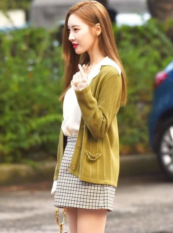"""韩国""""第一腿""""李宣美穿短裙暴露了真实的腿,网友:膝盖看着都疼"""