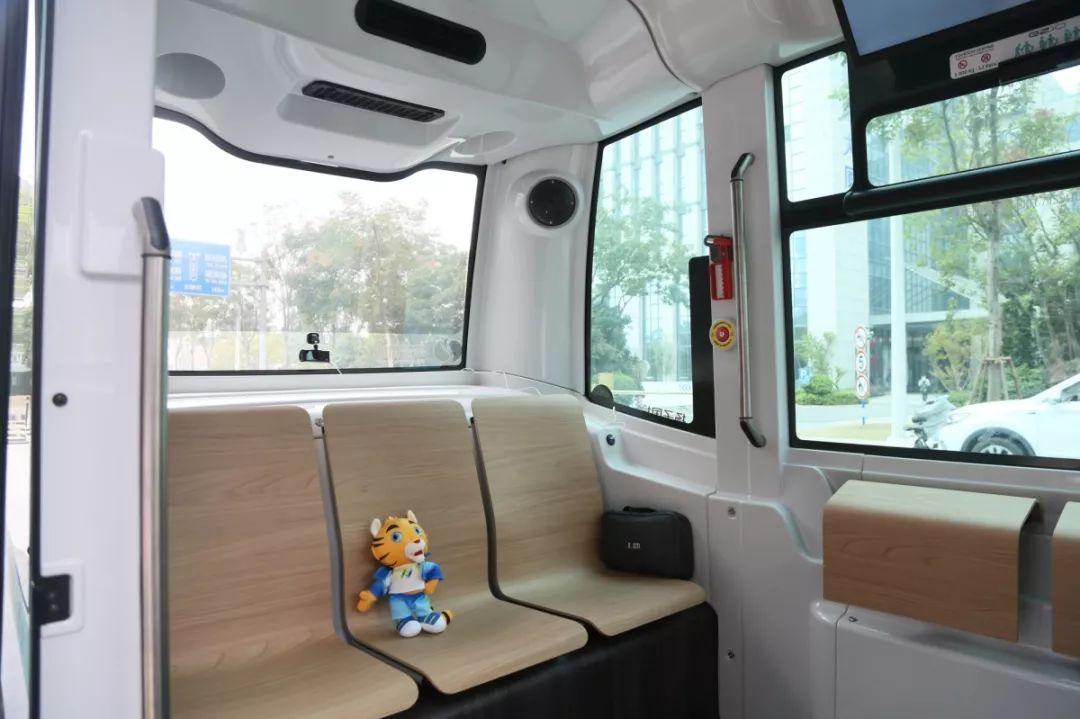 全国首映!江北新区无人驾驶公交车已经试车上路,预计年底正式运营…