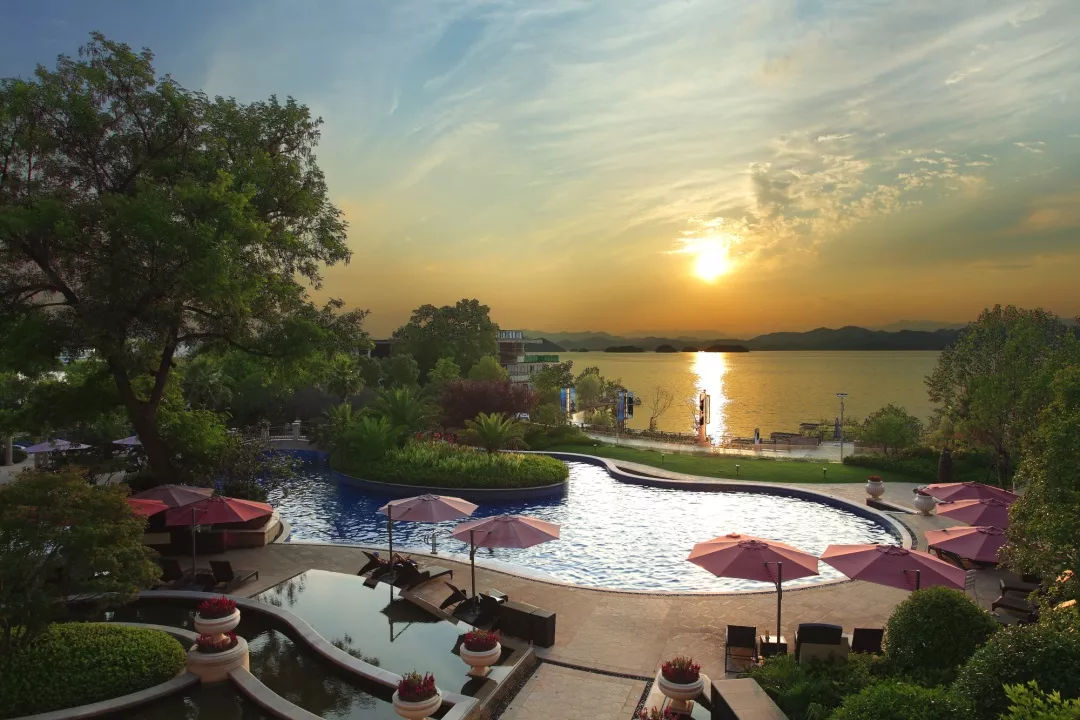 """270°看千岛湖!每间房私藏独立阳台,这家喜来登酒店堪称""""溜娃天堂""""!"""