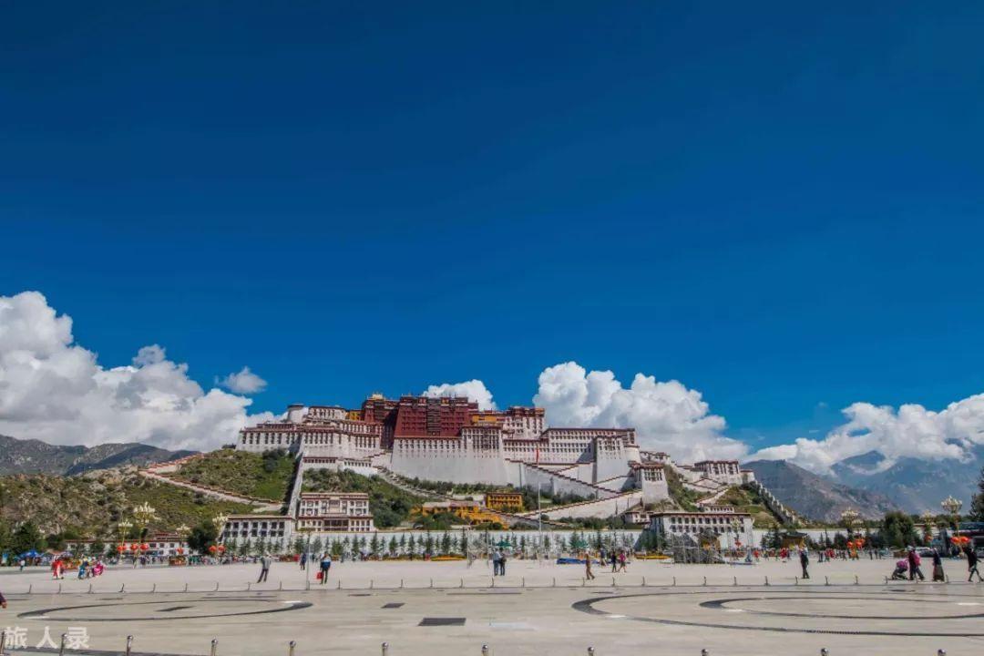 去西藏旅行,那里的辽阔天空和高山流水会给你无限力量