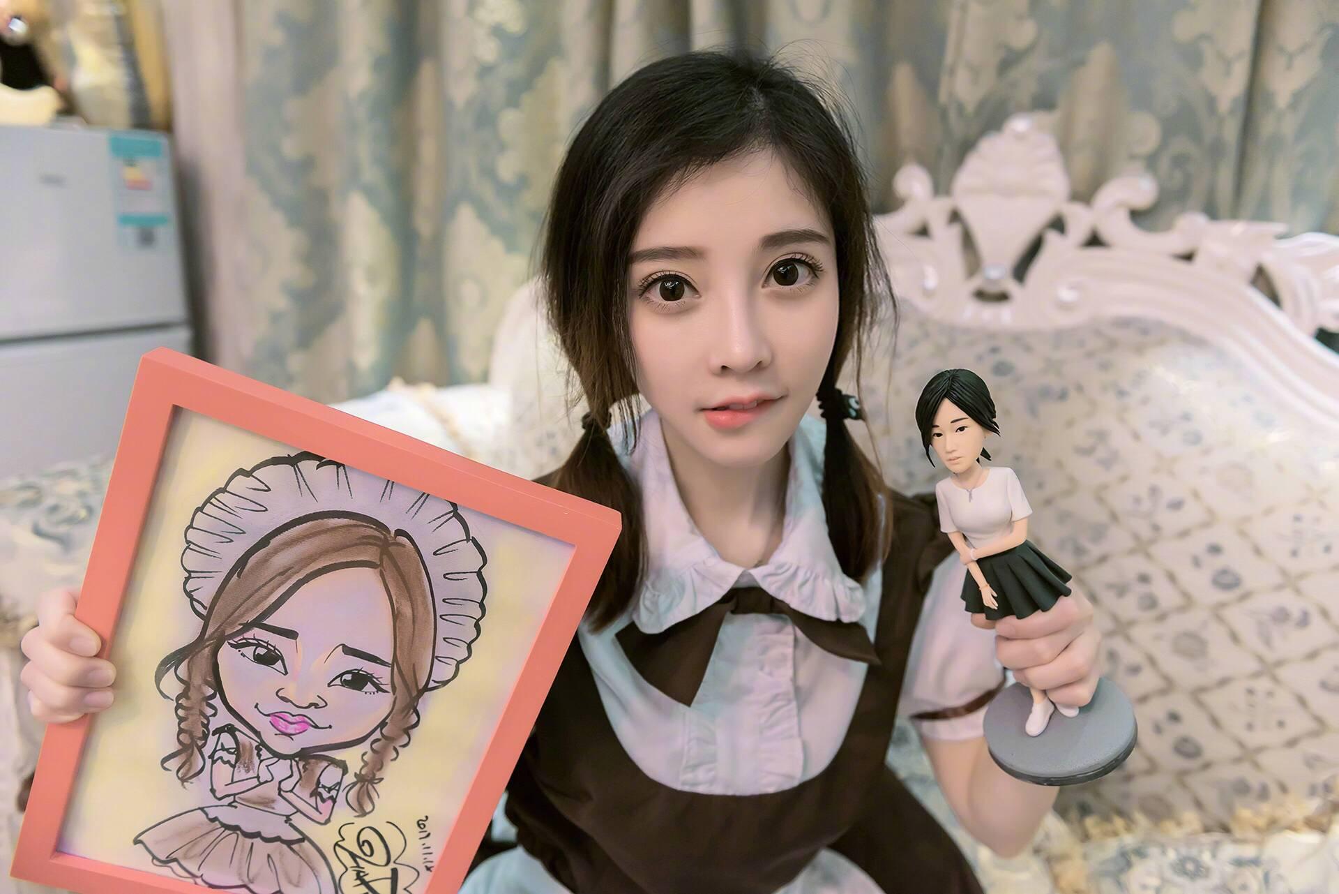 冯提莫七年前演出照片被翻出,样貌变化太大,网友 村姑