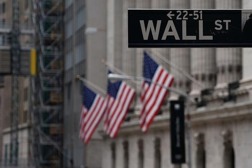 世界股市一日惊魂 机构观点莫衷一是