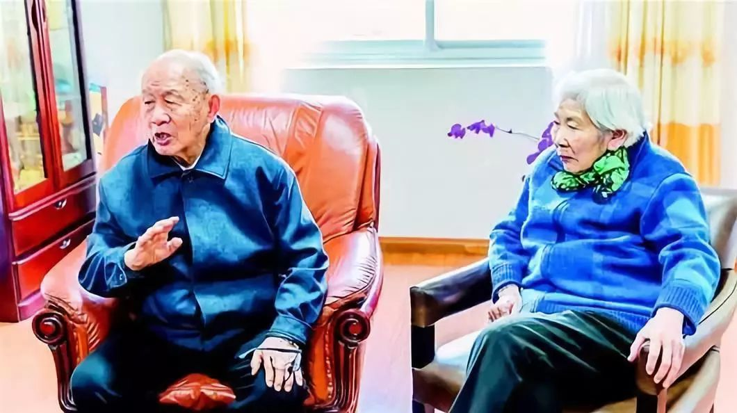 这才应该是孩子真正的偶像!93岁院士又拿180万助学,自己一件衬
