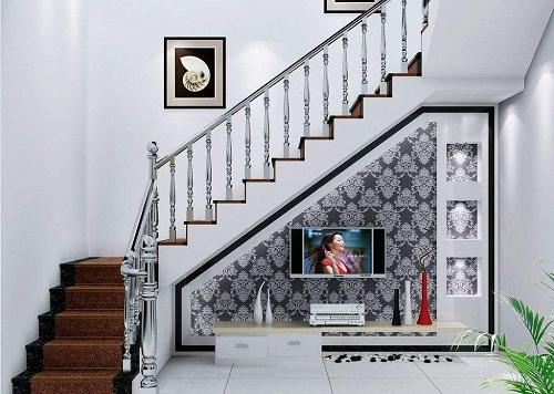 时尚 正文  这款楼梯本身没有什么特别之处,普通的不锈钢扶手,随处